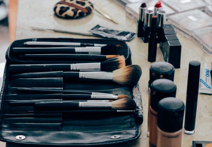 Pincéis de maquiagem: confira para que serve cada um